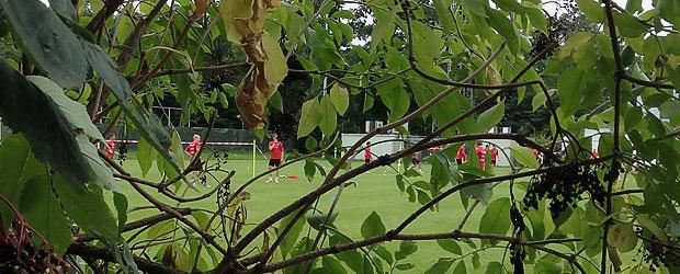 Fußballtennis an der Wintersporthalle.