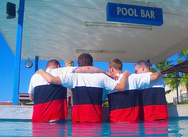Poolbar. Fotograf unbekannt.