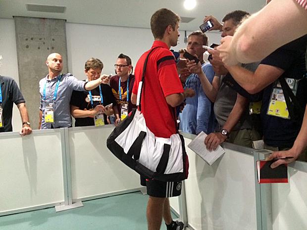 Müller spricht mit Müller