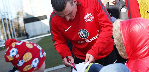 FG schreibt seinen Namen. Foto: Stefan Krieger.