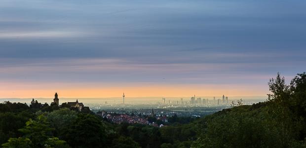 Frankfurt im Morgennebel. Foto: Stefan Krieger.