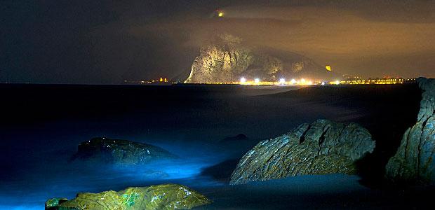 Gibraltar bei Nacht. Foto: AFP.