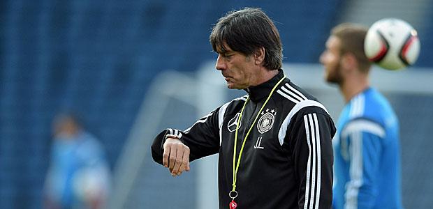 Zählt die Stunden bis wieder Bundesliga ist:  Joachim Löw. Foto: dpa.