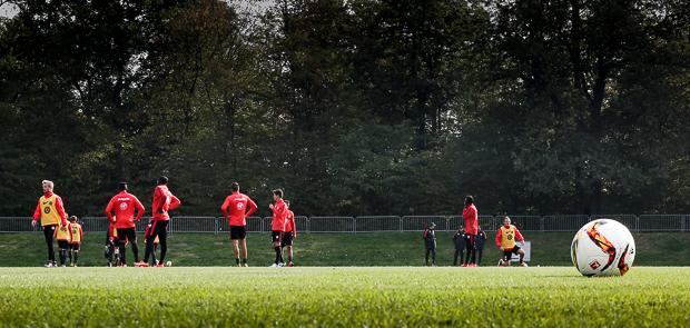 Fußball ohne Schnee. Nicht erstrebenswert, aber manchmal nicht zu vermeiden. Foto: Stefan Krieger.