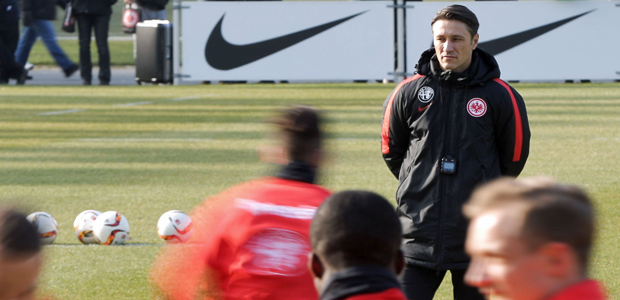 Niko Kovac beobachtet. Foto: dpa.