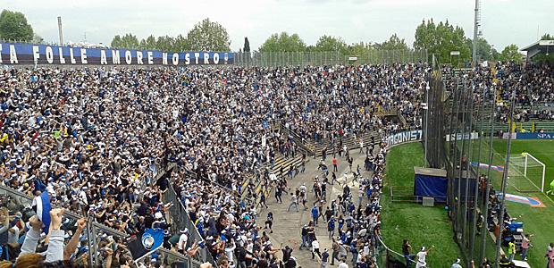 Curva Pisani anlässlich eines sensationellen Siegtreffers in der Nachspielzeit gegen Milan. Foto: schusch