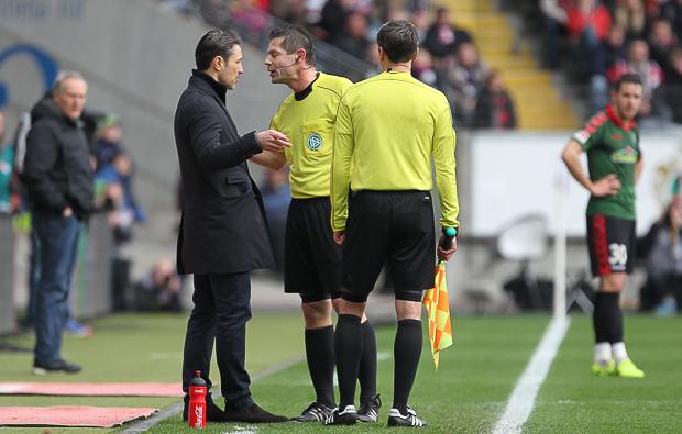 Zwei Entscheider und ein Trainer. Foto: Stefan Krieger.