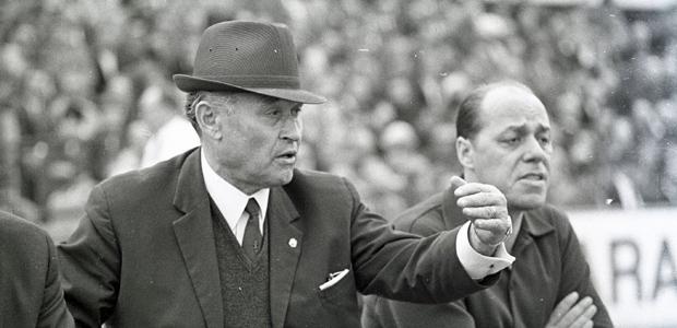 Eintracht-Trainer Elek Schwartz am  11.05.1968. War das damals auch alles so? Foto: imago.