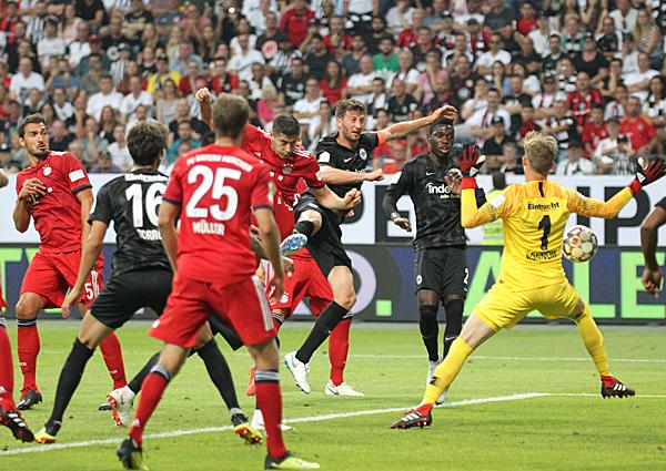 Lewandowski macht noch eines seiner siebzehn Tore: Foto: skr: