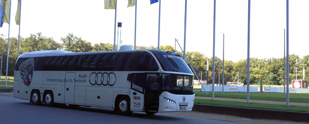 Skandal! Schanzer-Bus auf UNSEREM Hoheitsgebiet. Wischtelefonbild: Stefan Krieger.