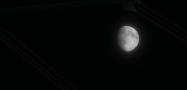 Mond über Leverkusen. Foto: Stefan Krieger.