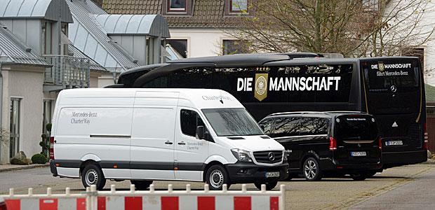 Der #DieMannschaftsbus. Foto: dpa.