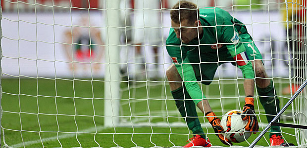 Der Ball mal wieder im falschen Netz. Foto: Stefan Krieger.