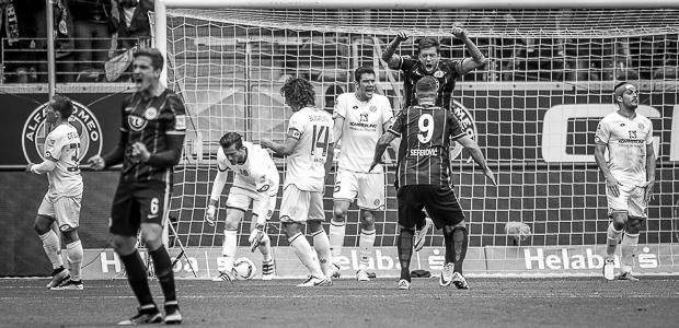 Marco Russ trifft und freut sich. Mainz nicht. Foto: Stefan Krieger.