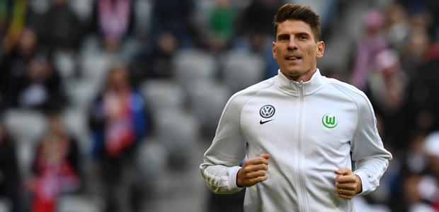 Eintracht-Bettwäschen-Schläfer Mario Gomez. Foto: dpa.