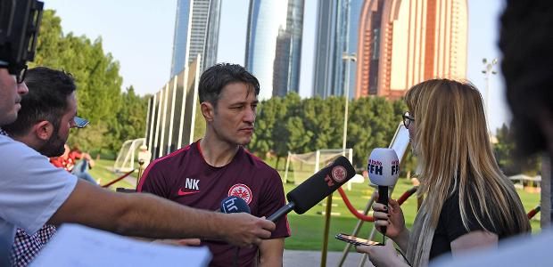 Nico Kovac im Pressegespräch. Foto: imago/Jan Hübner.