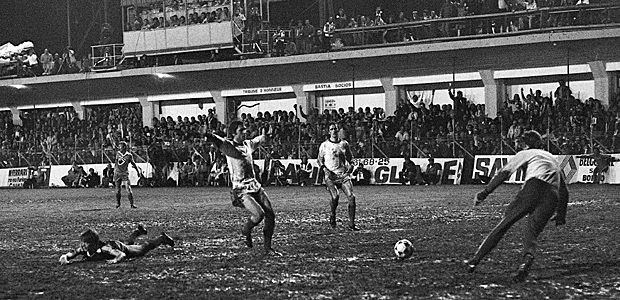 April 1978: Bastia gegen Eindhoven im Pokal der Landesmeister. So war das früher. Von wegen besser! Foto: AFP.